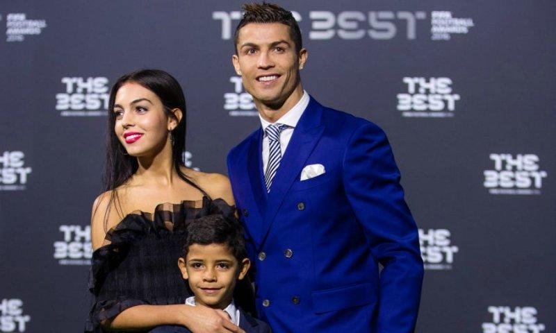 Роналду егиз балаларын көриў ушын сайланды команданың соңғы ойынына қатнаспайды