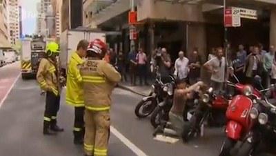 Бес мыңнан аслам ҳәрреген қыздың мотоциклине ҳүжим етти (Видео)